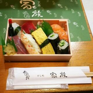 テイクアウトは握り寿司や巻き寿司、ケーキ寿司もございます。