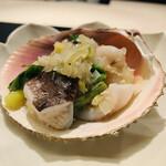 130308991 - 1. 鳥貝(京都府舞鶴産)、行者大蒜、葱ソース