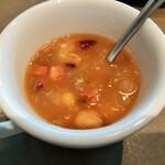 130319842 - 旨味が詰まったジューシーな自家製ベーコンに様々な豆がゴロゴロ、自家製ベーコンと豆のスープ