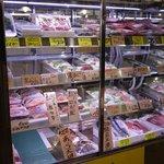 高橋水産 - お惣菜も売ってるので帰りに買っていくことも可能