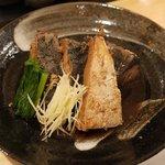 高橋水産 - 本字の魚のあら煮がデカイ