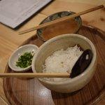 高橋水産 - 牛モツ辛味噌鉄板焼きを食べた後に雑炊的なものを作れる