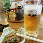 13032974 - 生ビールと筍の煮物 たけのこうま~い ビールにぴったんこ♪
