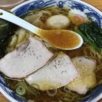 とら食堂 - ワンタン麺(970円)と半熟煮玉子(100円)