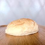 ベーカリー ダンクブロート - もっちり塩パン 150円