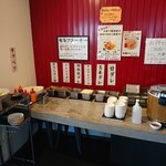 肉めし神丼  - 2020年5月 唐揚げ土丼のタレ、キャベツ、お新香はセルフ