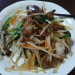 中国台湾料理 王府 - ニラレバ飯上から。にらもやしレバーの野菜炒めてきなつくり方。