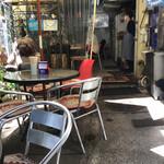 ザ・ラーメン屋 - 店内、オープンテラス席