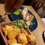 テイスティングバー 柴田屋酒店 - ジンジャーティー、ポテトサラダ、砂肝のコンフィ