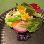 炭火焼きステーキ灰屋 - 八街産の新鮮野菜がたっぷり!