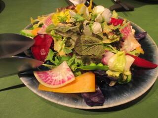炭火焼きステーキ灰屋 - お野菜のサラダオードブル!