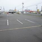 すすめ!ヴァイキング - 常時100台以上の駐車が可能な平面駐車場!