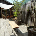 NARAYA CAFE - 左側に足湯