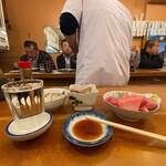 130343768 - 魚三酒場@富岡店 ぶつぎり・かき酢、あら煮 横から