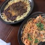 ヒラタパスタ - ミートソーススパゲティ、魚介のトマトソーススパゲッティ