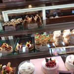 ロンシャン洋菓子店 - ショーウィンドウ