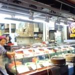 菅商店 - 大きな蒸篭が目印