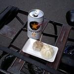 菅商店 - 缶ビールのお伴、シュウマイとプチ肉まん