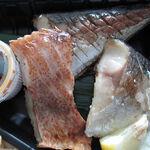130352873 - 【テイクアウト】 鯛めし+炭火焼魚弁当 \500