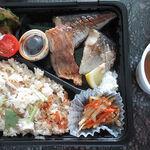 130352875 - 【テイクアウト】 鯛めし+炭火焼魚弁当 \500