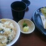 ガス燈 - 山菜と海幸天婦羅、若竹御飯、赤出汁、香の物