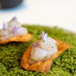 レストラン オオツ - 2020.5 干した桜海老を練り込んだ自家製海老煎餅の上にボタン海老