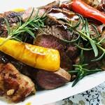 ダイニングソシアル - なかやま牛と但馬鶏、フォアグラのBBQソース丼