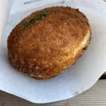 スペイン窯 パンのトラ - 八丁味噌カレーパン 210円税込