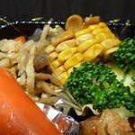 季節料理 はりまや - ウィンナー、肉炒め、コーン、ポテサラ