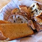 13038706 - まずはパンの盛り合わせ