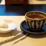 ぬりや - 2020.5 食後のお菓子と焙じ茶