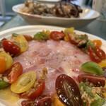 洋風小料理屋 モリノナカ - 長崎産 石鯛のカルパッチョ 静岡のカラフルトマト添え。