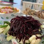 洋風小料理屋 モリノナカ - 長崎産 スミイカと水ナス・ミニアスパラのサラダ ムラサキニンジンのラぺ添え。