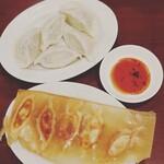 ニイハオ - 料理写真:羽根つき餃子と水餃子☆