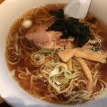 半チャンラーメン あかしや - 料理写真:醤油ラーメン(500円)