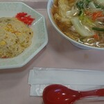 ネイチャーガーデン - 料理写真:五目餡かけラーメン+半炒飯セット