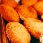 プティ ラプティ - 料理写真:牛肉ゴロゴロカレーパン、焼きたての時は絶対オススメ