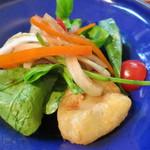 キラキラカフェ とねりこ - 白身魚のチーズフリット バルサミコサラダ仕立て