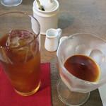 キラキラカフェ とねりこ - ミルクプリンエスプレッソソースがけとアイスティー