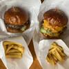 CHOPPERS - 料理写真:クラシックバーガー&チーズバーガー ポテト付き