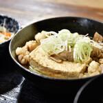 遠州屋 - 【牛もつ煮込豆腐 定食@750円】牛もつ煮込:別角度で。木綿豆腐はしっかりめ食感です。
