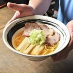 あさりスープの手もみラーメン チャイナポート - 料理写真:手もみラーメン