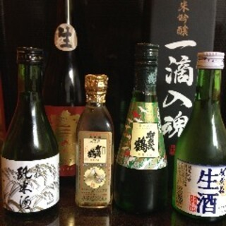 「賀茂鶴」などの広島地酒のほか、定番ドリンクメニューも様々