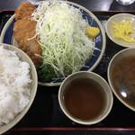 三州屋 - とんかつ定食(1,050円)