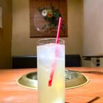 牛楽亭 - セットのレモンスカッシュ