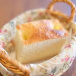 130414971 - 豚ロースステーキ 和風玉ねぎソース 1350円 の自家製パン