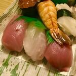 鮓忠 - 富すし(¥1,706) シャリと同じくらいの厚み。定番のネタ
