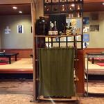 宮本 - 店内広いです 小上がりに4卓あるので催事にも使い勝手が良さそうです