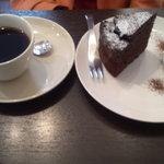 13042413 - ガトーショコラとブレンドコーヒー