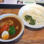カレー食堂 心 - 骨付きチキンのスープカレー1,000円